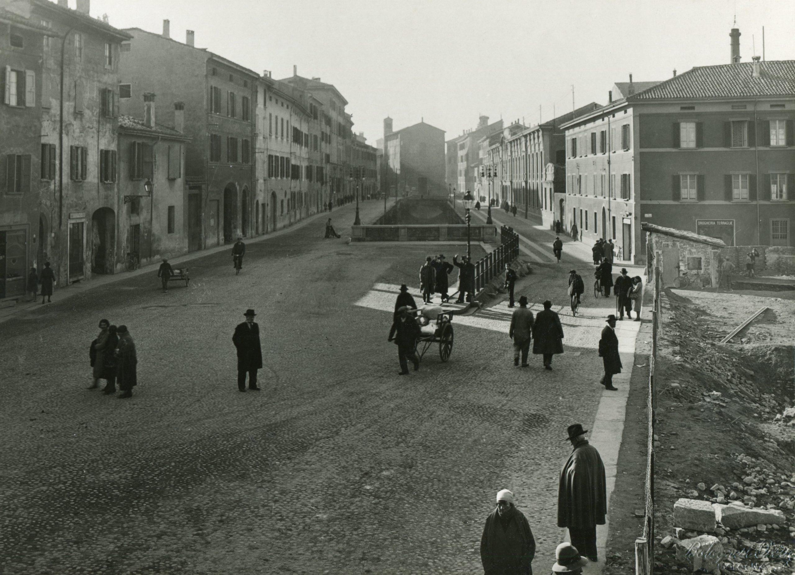 """Ripartono le visite guidate alla Mostra fotografica """"CANALI NASCOSTI, a Bologna nel Novecento"""""""